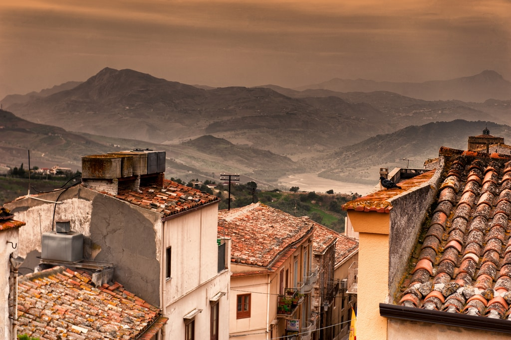 A Californian Woman Buys 3 €1 Italy Houses, Here's What to Know