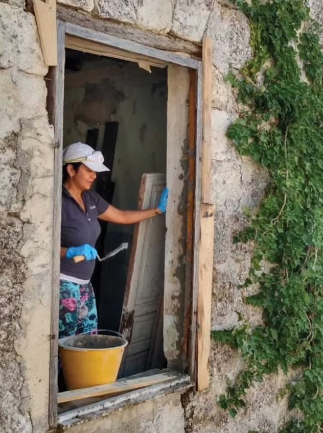Rubia Daniels renovating a house she bought in Italy
